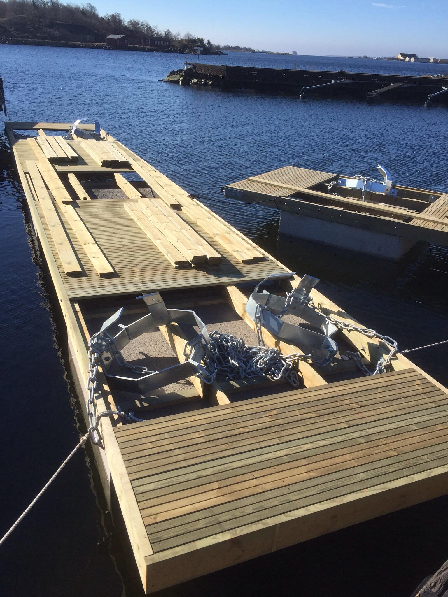 Bryggor-Båtbrygga med mooring färdig för leverans